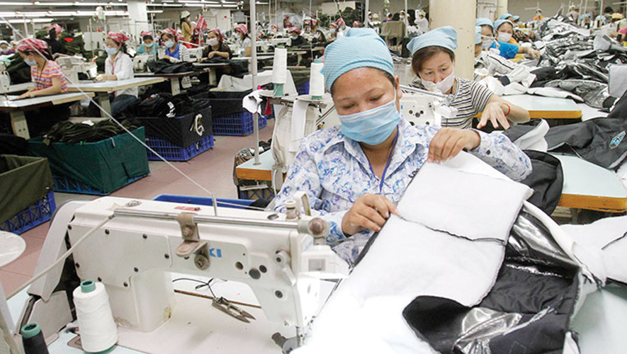 Workers in a garment factory CC/Sokunthea Chor